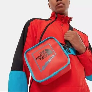 North Face Bardu II fiery red extreme Shoulder Bag